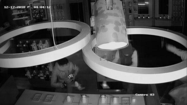 80 bin liralık telefon ve tablet çalan hırsızlar