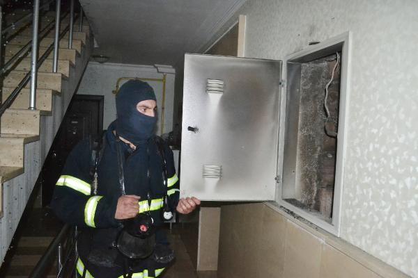Elektrik panelinde çıkan yangından 3 kişi etkilendi