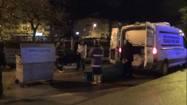 Çöp konteynerinden kadın cesedi çıktı