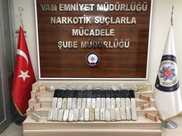 Van'da operasyon: 35 kilo 320 gram eroin ele geçirildi