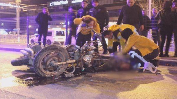 Motosiklet yol temizleme aracına çarptı: 1 ölü