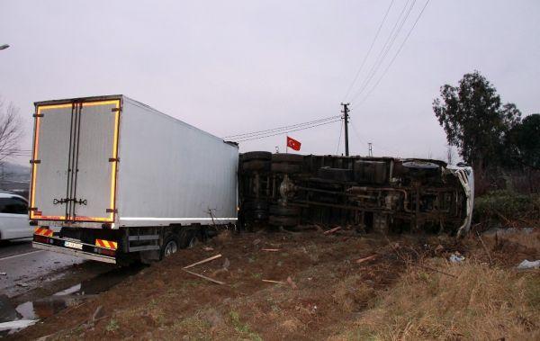 Korkunç kaza: Tahta parçaları sürücünün vücuduna saplandı