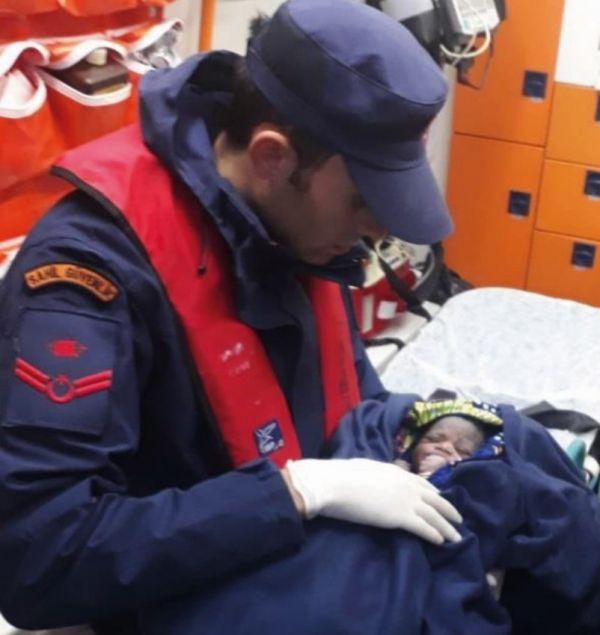 Ege Denizi'nde 64 kaçak göçmen kurtarıldı