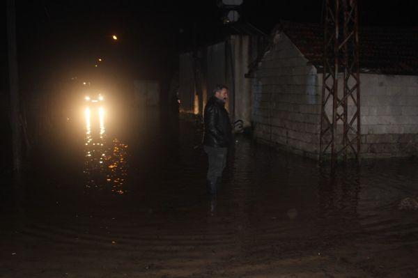 Amik Ovası'na kurulan bent yıkıldı köy sular altında kaldı