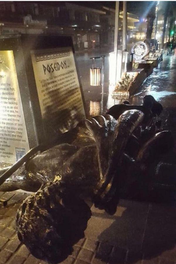 Aydın'da Poseidon heykeli fırtınaya direnemedi