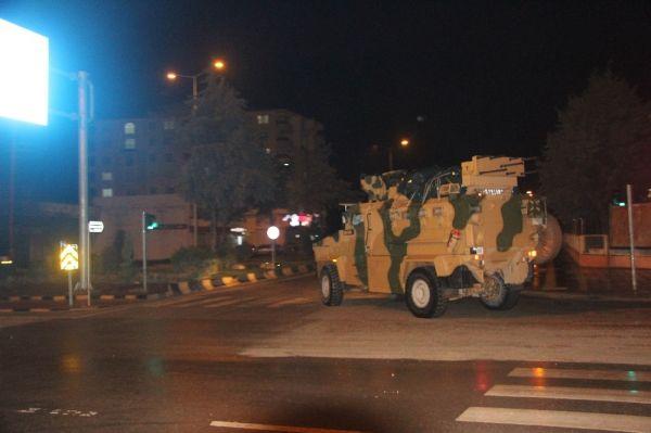 Komando birlikleri Suriye'ye türkülerle