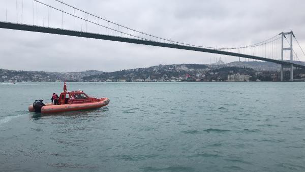Boğaz turunda tekneden düşen yolcu öldü