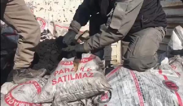 Kamyonetteki yardım kömürleri arasında 69 kilo esrar