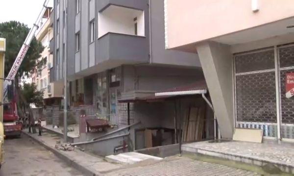 Kartal'da bir apartman daha yıkılmak üzere tahliye edildi