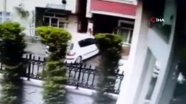 Fren yerine gaza basan sürücü eve daldı