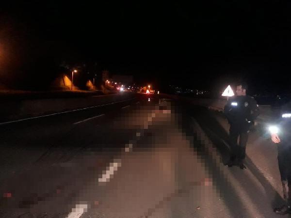 Alkollü adam yolun ortasına yattı, çekicinin altında ezildi