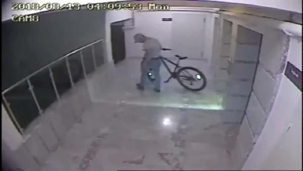 Bisiklet hırsızı önce kameraya sonra polise yakalandı