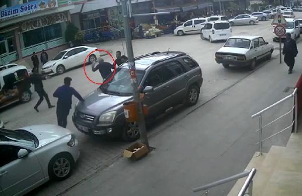 Eşinin iş yeri önünde kendini yakmaya kalktı