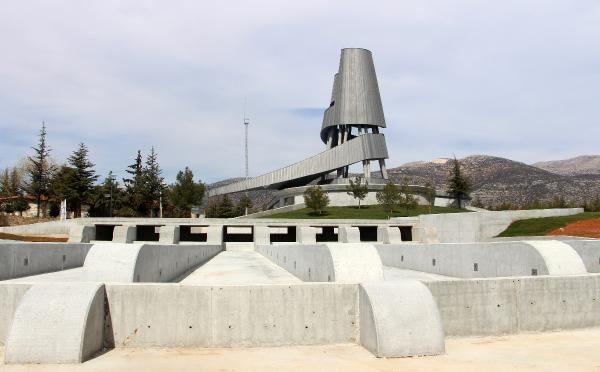 Süleyman Demirel'in anıt mezarında sona yaklaşıldı