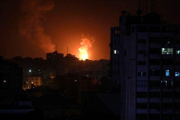 İsrail, Gazze şeridinde 100 noktaya saldırdı