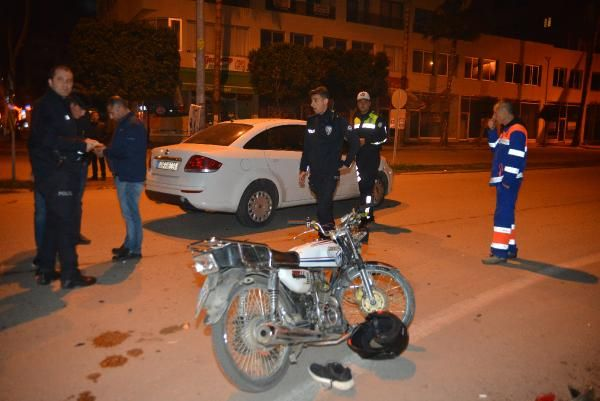 Otomobille motosiklet kafa kafaya girdiler