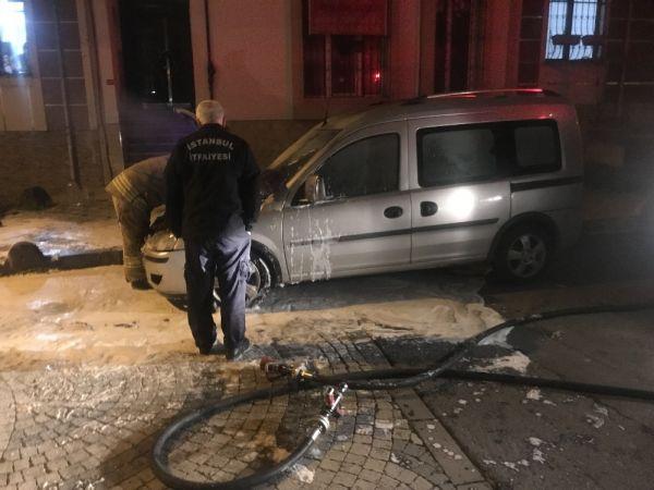Bağcılar'da park halindeki otomobil kundaklandı iddiası