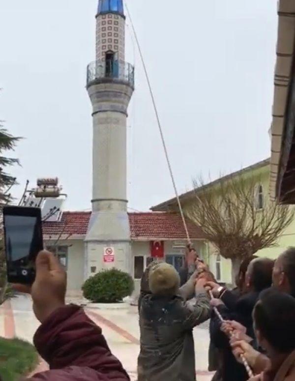 Minare ustasının alem hassasiyeti gözden kaçmadı