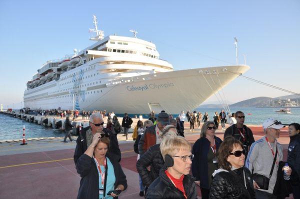 Kruvaziyer turizmi Kuşadası'nda yoğunlaştı