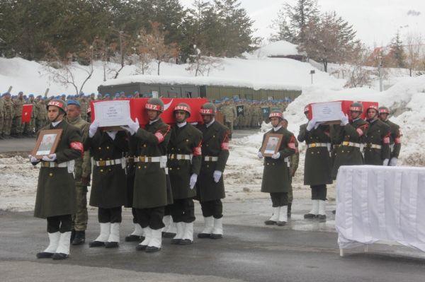 Hakkari'de şehitleri uğurlama töreni