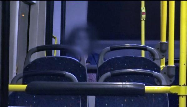 Baba dayağından kaçan genç kadın metrobüste uyuyor