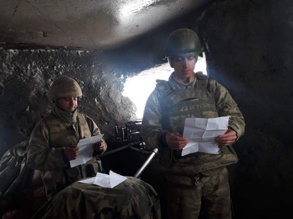 Askerlerden öğrencilerin mektubuna görüntülü cevap