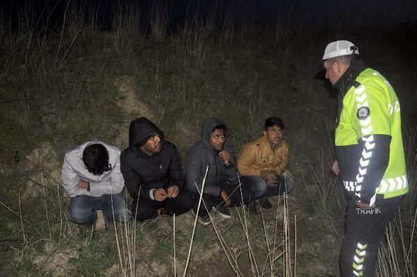 Göçmenleri yol kenarında bıraktı kaçtı