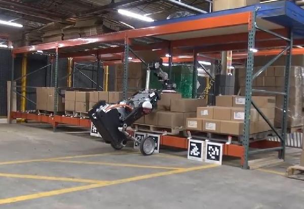 Boston Dynamics'in taşıma için geliştirdiği robot: Handle