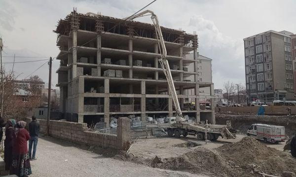 Van'da beton dökme vincinin aparatı devrildi: 1 ölü