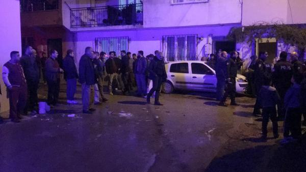 3 kişiyi bıçakladı, mahalleli linç etmek istedi