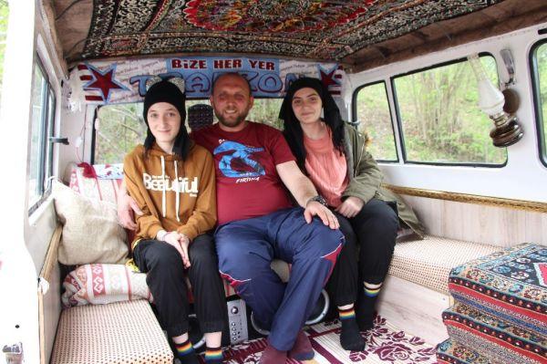 Klasik model minibüsü, kızlarına ev yaptı