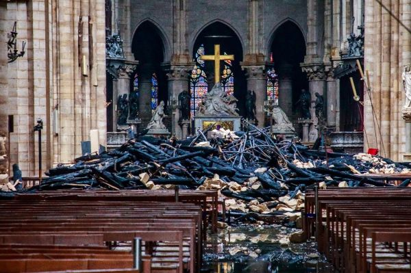 Ukrayna'dan Notre Dame için yardım