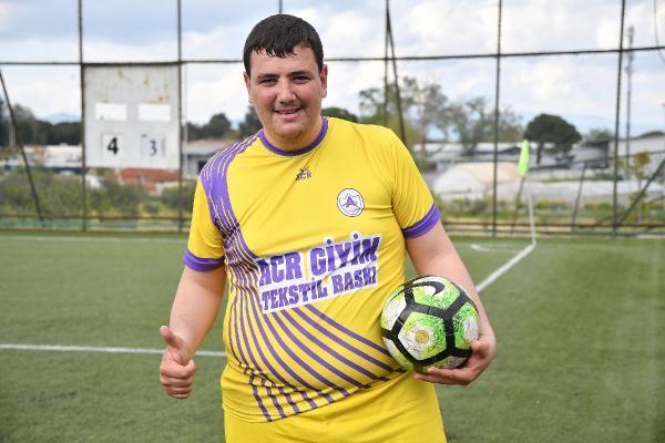140 kiloluk futbolcu azmiyle takdir topladı