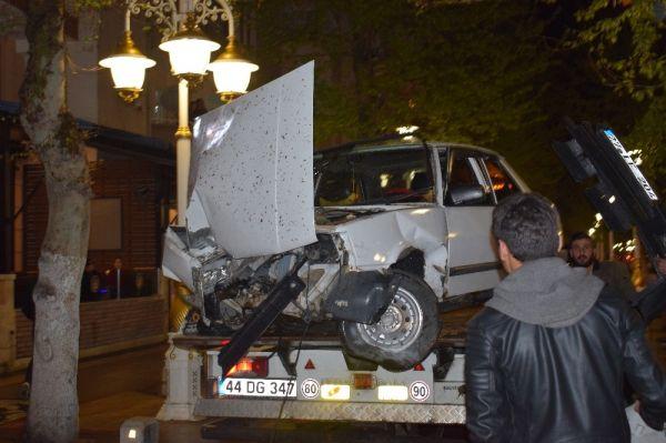Malatya'da otomobil ağaca çarptı: 1 yaralı