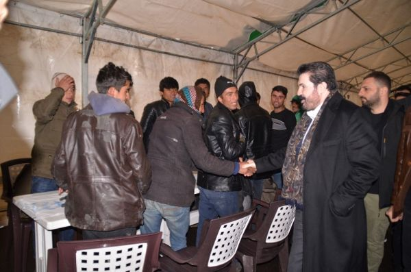 Savcı Sayan göçmenlere çorba dağıttı