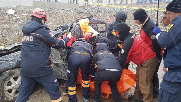 Rize'de takla atan kamyonetin sürücüsü öldü