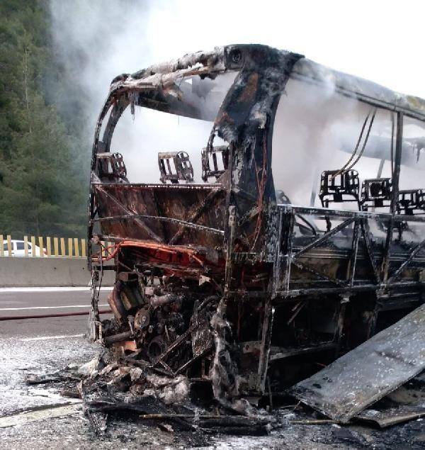 Mersin'de yolcu otobüsü yanarak kül oldu