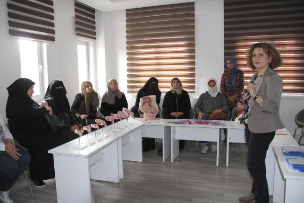 Kayseri'de 400 mülteci kadına doğum eğitimi