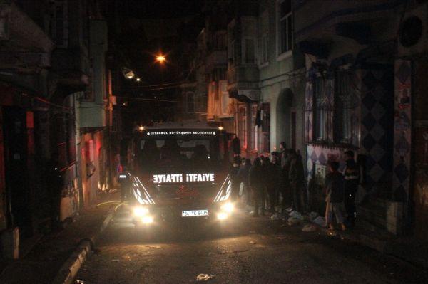 Beyoğlu'nda 6 katlı binada yangın