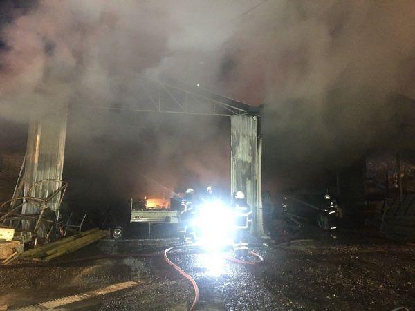 Kocaeli'de belediyeye ait depoda yangın