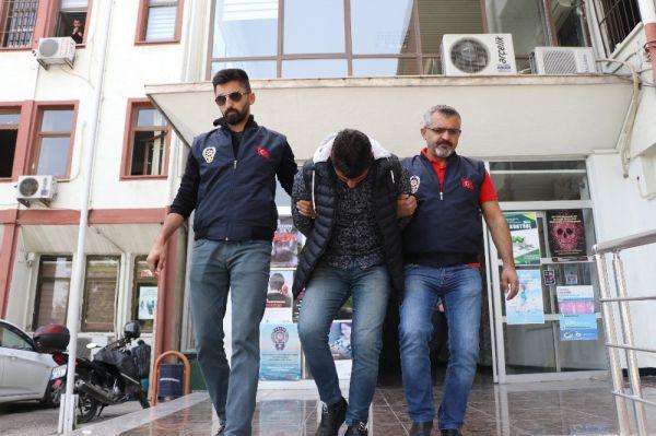 Mersin'de sahte emniyet amirine parasını kaptırdı