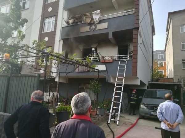4 katlı binada çıkan yangında 2 kişi hastanelik oldu