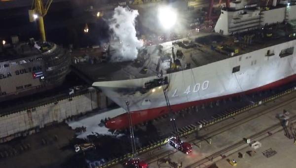 Tuzla'da tersanedeki uçak gemisinde yangın çıktı