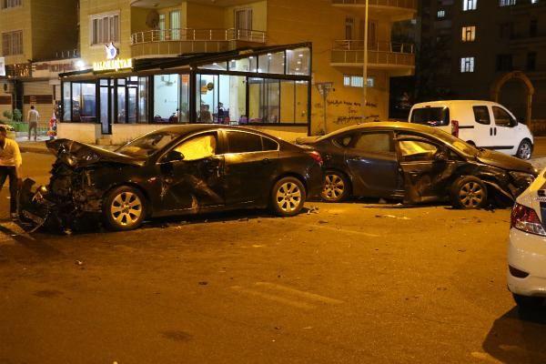 Diyarbakır'da iki otomobil çarpıştı: 10 yaralı