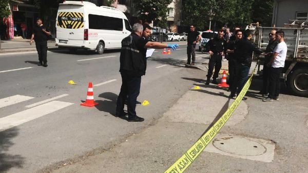 Caddede karşılaştığı husumetlisini bıçaklayarak öldürdü