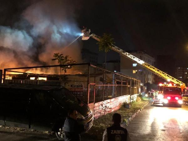 Maltepe'de reklam atölyesinde yangın