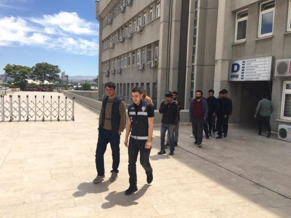18 kaçak göçmen Afgan Ankara'da yakalandı