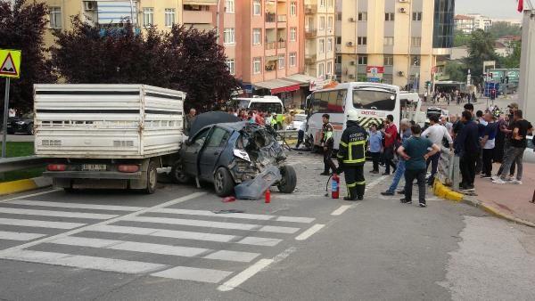 Midibüsün freni boşaldı 11 araç birbirine girdi