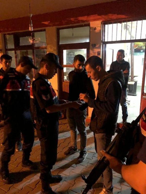 Jandarma aranan 81 kişiyi gözaltına aldı