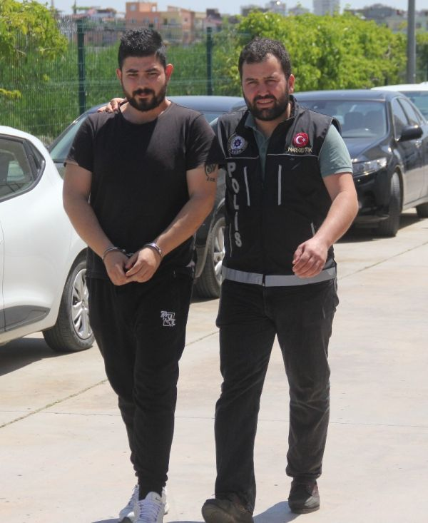 Adana'da uyuşturucu satan müzisyen yakalandı